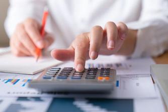 Zo kan je je werkgever je lening laten betalen...