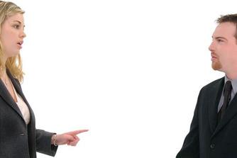 Waarom ongepaste opmerkingen je (soms) je job kunnen kosten