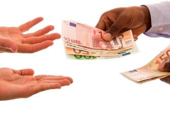 Telt 'zwart' geld mee voor het berekenen van een opzegvergoeding?