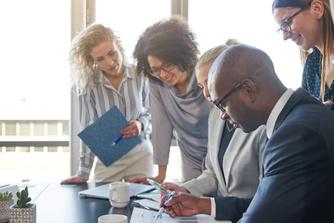 7 redenen waarom het goed voor je carrière is om je te omringen met mensen die slimmer zijn dan jij