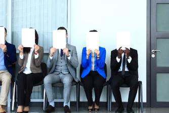 Kan je werkgever je ontslaan omdat je elders solliciteert?