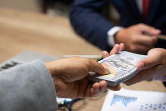 Mag je werkgever je loon cash betalen?