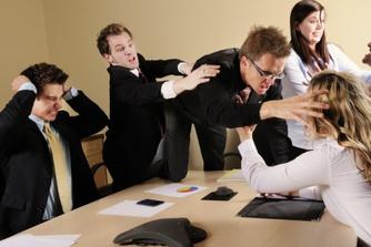 Daarom kan een ruzie met een collega je wel eens je job kosten
