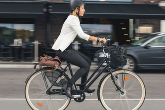 Minder mensen fietsen naar werk, afgelegde afstand wel langer dan voor corona
