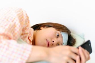 Mag je je werkgever via WhatsApp verwittigen dat je ziek bent?