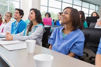 Zo kan je verpleegkunde studeren met behoud van loon