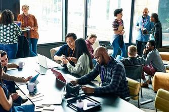 Waarom je je op de werkplek beter omringt door mensen die anders zijn dan jij