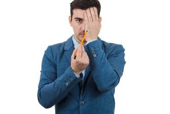Kan het meenemen van een pen of plastic zakje je je job kosten?