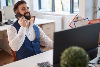 Waarom je er beter niet te goed uitziet op het werk