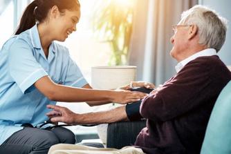 5 bijkomende taken die je voortaan als zorgkundige mag uitvoeren