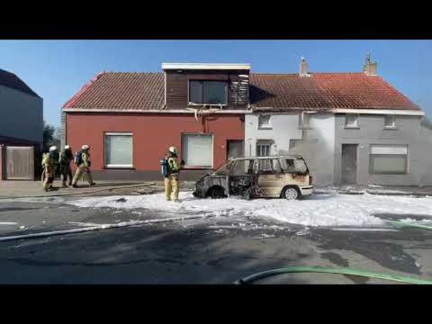 Auto uitgebrand in de Stationsstraat Oudenburg