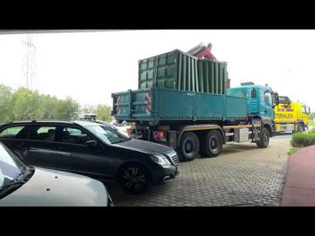 Truck ramt brug aan Kluifrotonde in Sint-Pieters
