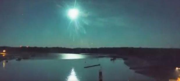Un météore aperçu en France: un bolide lumineux suivi d'une déflagration (vidéo)