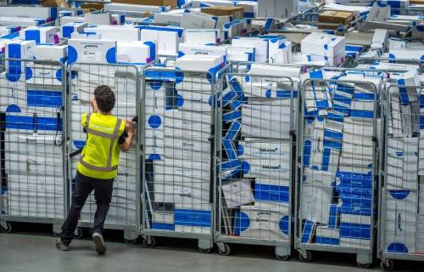 Grote pakjes problematisch voor koerierdiensten: 'Coronavirus wordt het einde van goedkope aanhuislevering'