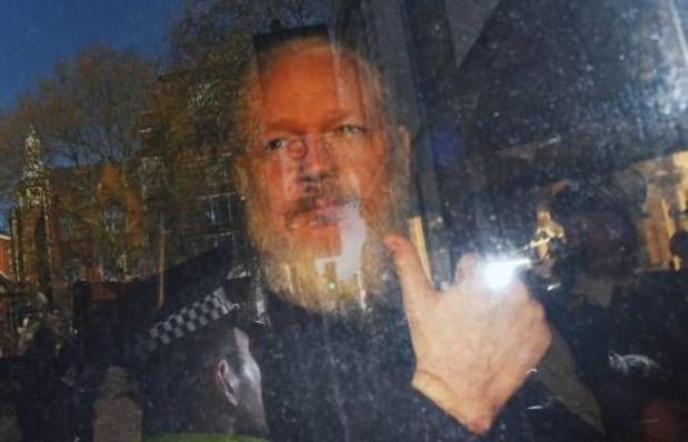 Zeventig Britse parlementairen willen uitlevering Assange aan Zweden