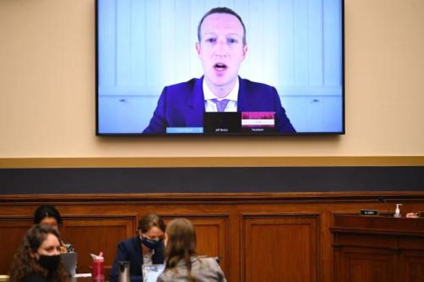 Facebook en Twitter waarschuwen voor uithollen internet