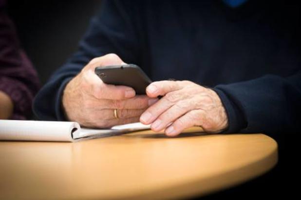 Hoofd Nederlandse militaire inlichtingendienst waarschuwt voor spionage via smartphone