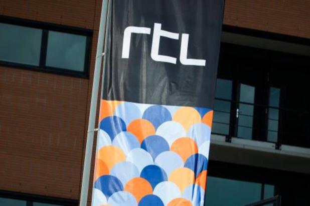 RTL ziet advertentie-inkomsten kelderen en stelt producties uit