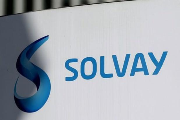 Solvay sluit fabrieken en schrapt banen