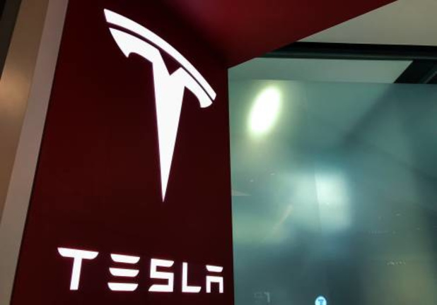 Tesla door Sharp aangeklaagd wegens patentinbreuk