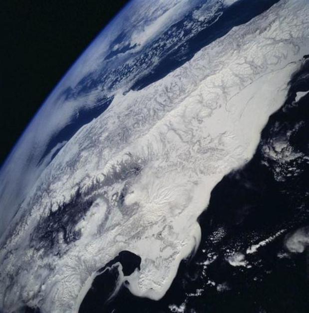 Vulkaan in Russische Verre Oosten spuwt kilometershoog as