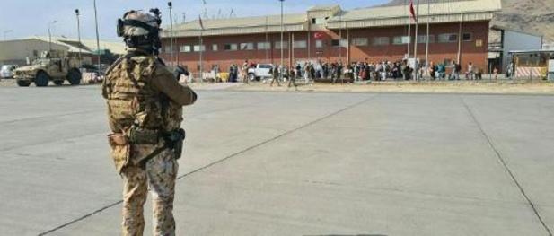 """Menace terroriste """"imminente"""" contre l'aéroport de Kaboul, selon un ministre britannique"""