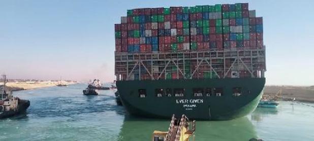 """""""File Suezkanaal wegwerken zal 3,5 dagen duren"""""""