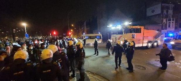 Coronavirus - Les manifestants contrôlés un par un sur le Pont Saint-Léonard à Liège