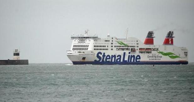 Irlande: 16 migrants découverts enfermés dans une remorque à bord d'un ferry