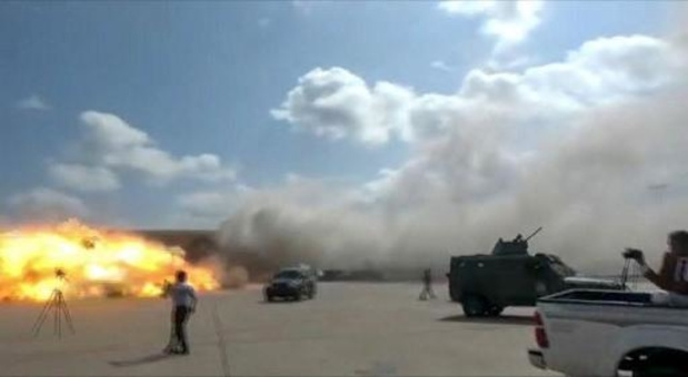 Explosies op luchthaven Aden: 26 doden en 50 gewonden
