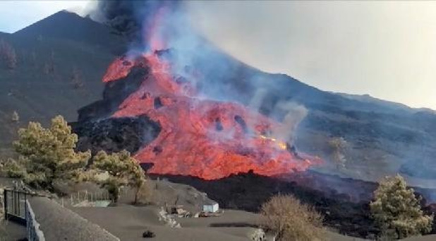 Confinements après la destruction d'une cimenterie par la lave du volcan aux Canaries