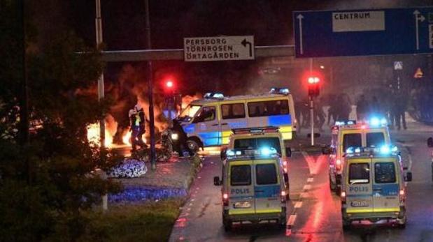 Agenten gewond bij protesten na verbranding van korans in Zweden