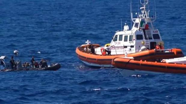Reddingsschip van Open Arms bereikt Italiaanse kust met 250 migranten aan boord