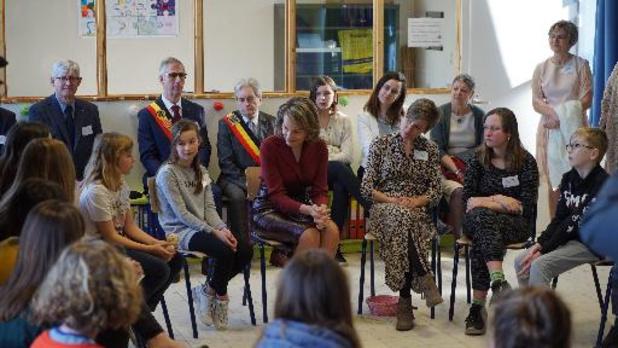 Koningin Mathilde spreekt met leerlingen over pesten