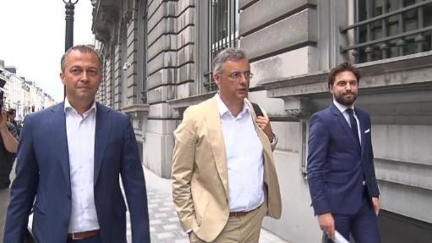 """Coens, Bouchez en Lachaert vragen """"meer duidelijkheid"""""""