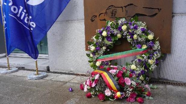 Herdenkingsmuur voor overleden politieagenten ingehuldigd
