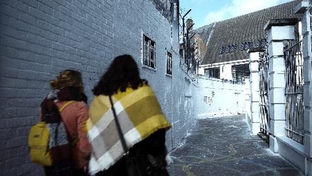 Gents 'graffitistraatje' is helemaal in het wit geschilderd