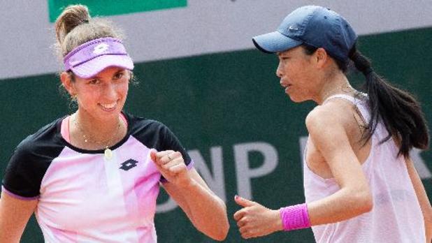 Elise Mertens continue en double et se qualifie pour les demi-finales