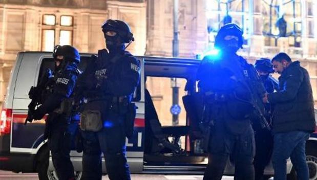 Terreuralarm Wenen - Vijftien gewonden in ziekenhuis, politie sluit historische binnenstad af