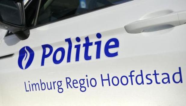 Politie haalt in Hasselt acht transmigranten uit laadruimte vrachtwagen
