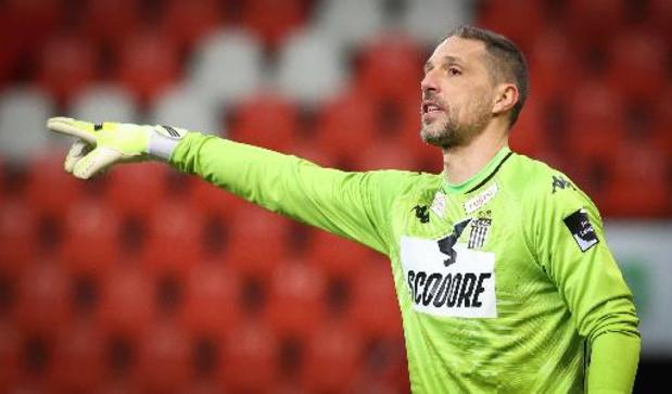 Nicolas Penneteau annonce son départ de Charleroi