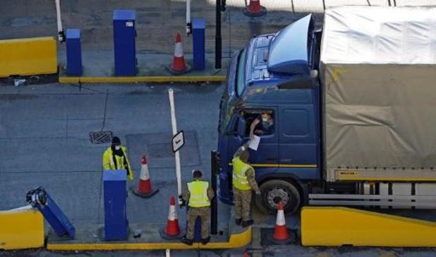 Nog steeds duizenden vrachtwagens geblokkeerd in Groot-Brittannië
