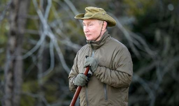 Poutine montre son côté robuste sur des photos de vacances publiées par le Kremlin