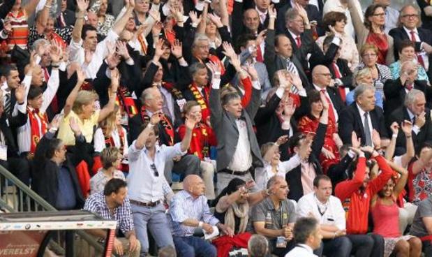 Fans Rode Duivels en Red Flames steken zorgverleners hart onder de riem