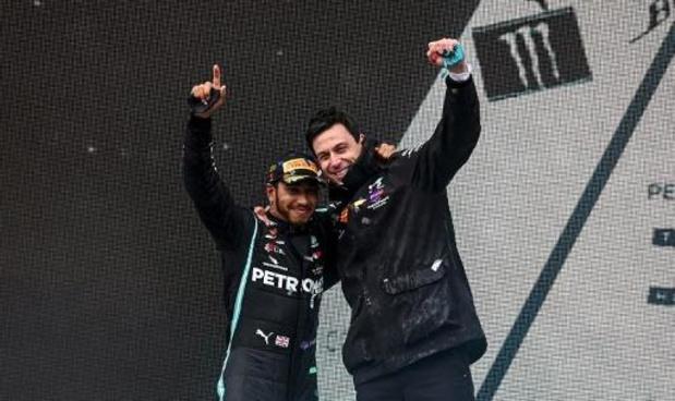 F1: Mercedes gaat binnenkort onderhandelen met Hamilton