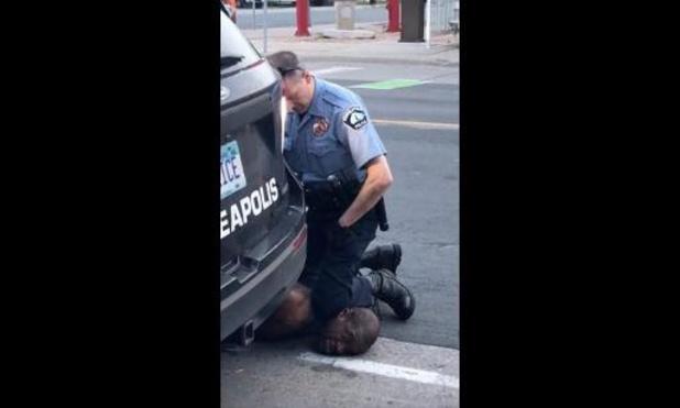 Vier politieagenten ontslagen na overlijden zwarte man bij gewelddadige arrestatie in VS