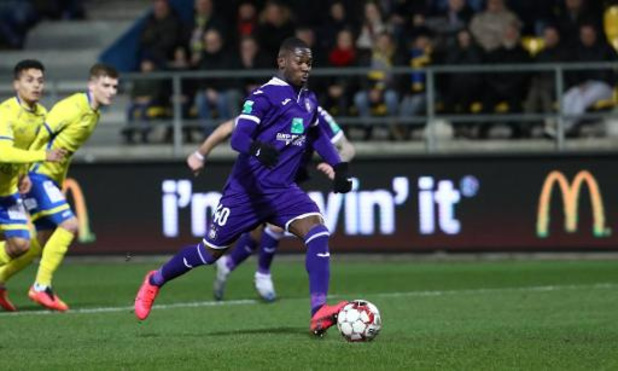 Anderlecht prolonge le contrat de Francis Amuzu jusqu'en 2024