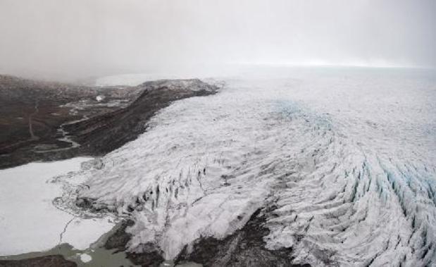 Pluie inédite près du sommet de la calotte glaciaire au Groenland