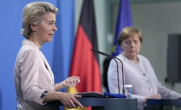 Merkel déplore l'absence de règles communes pour les voyages dans l'UE