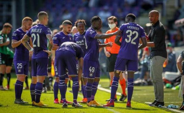 Anderlecht klopt Cercle en schenkt coach Kompany eerste zege